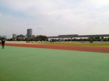 2017/03/29の舎人公園陸上競技場は、春休みの学生たちで大混雑2