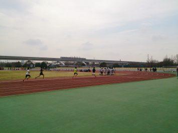 2017/03/29の舎人公園陸上競技場は、春休みの学生たちで大混雑1