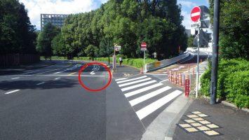 2019/10/09首都高外苑出口に向かう危険な道路標示